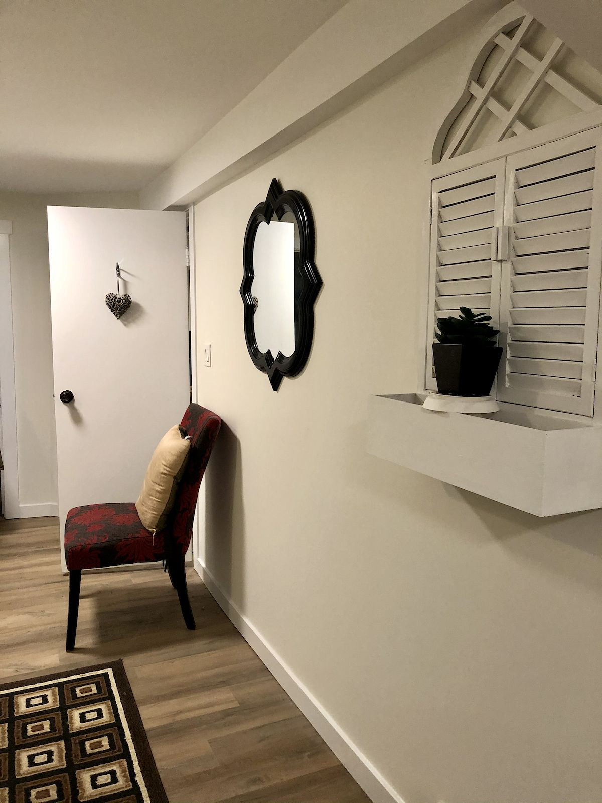 FURNISHED BASEMENT SUITE Inner City SW